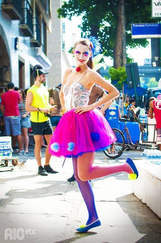 fantasia feminina para bloquinho de carnaval com meia arrastão