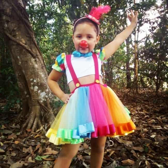 fantasia de carnaval para menina com saia de tule colorida