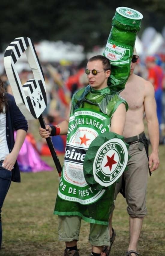 fantasia masculina de garrafa de Heineken