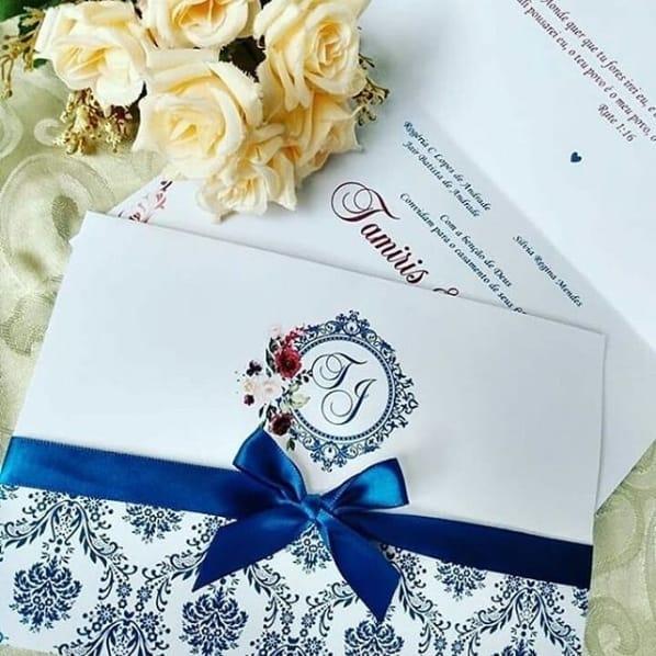 convite de casamento tradicional em azul marinho