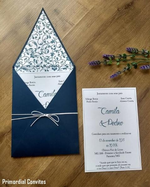 convite de casamento com envelope azul marinho
