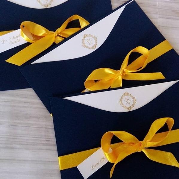 convite de casamento azul marinho e amarelo