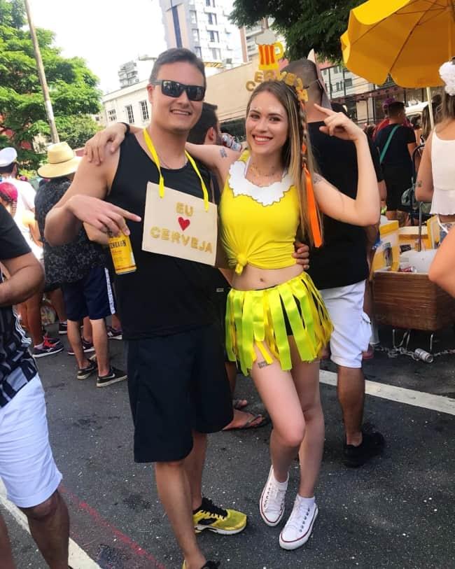 fantasia de casal criativa para bloquinho de carnaval