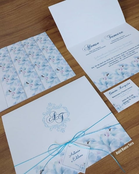 convite de casamento delicado em azul claro