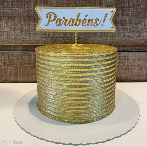 bolo de glitter dourado com topper