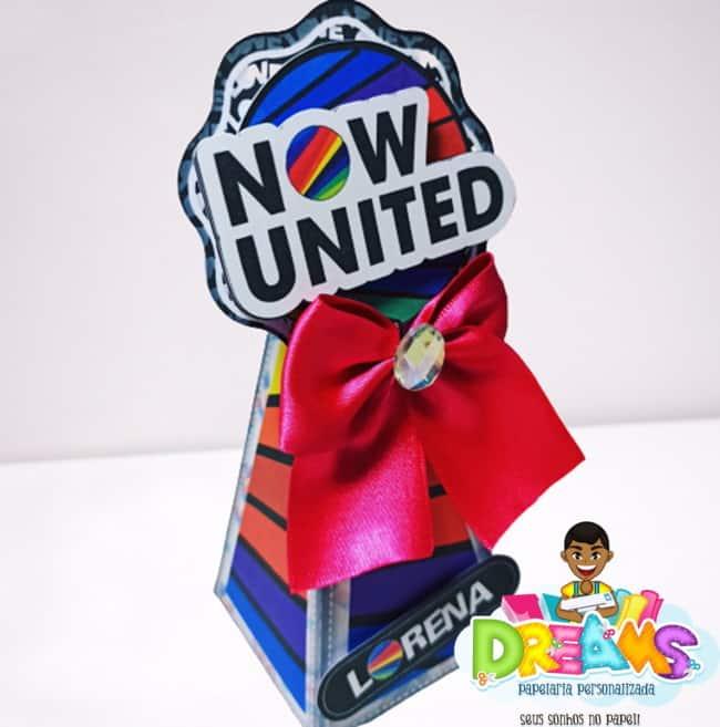 caixinha de luxo personalizada para festa Now United