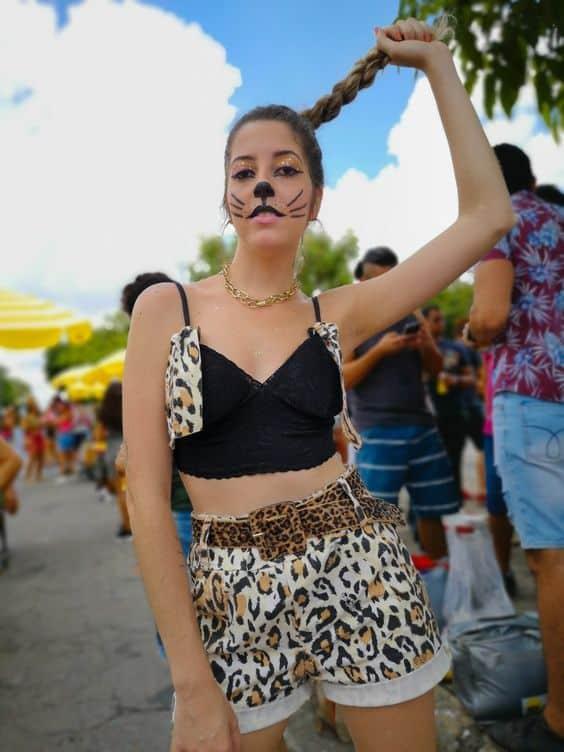 fantasia improvisadade de onca para carnaval