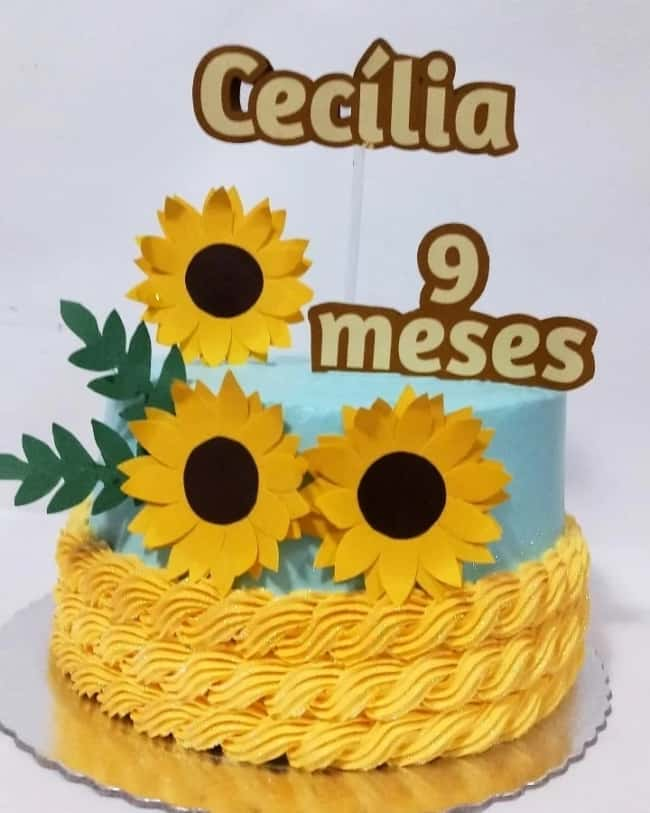 bolo de mesversario com tema de girassol
