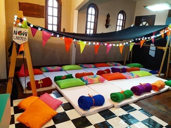 decoracao de festa do pijama Now United simples em casa