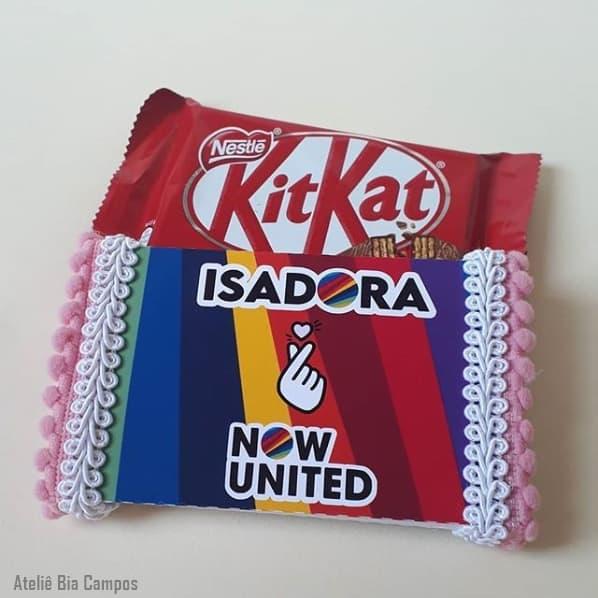Kit Kat com embalagem personalizada para lembrancinha Now United