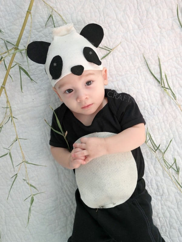 bebe com fantasia simples de panda