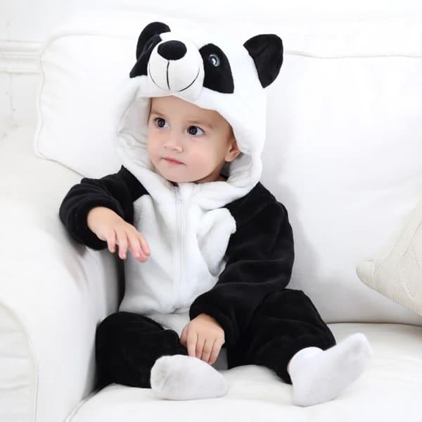 bebe com macacao de panda
