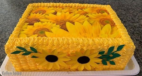 bolo retangular decorado com papel de arroz de girassois