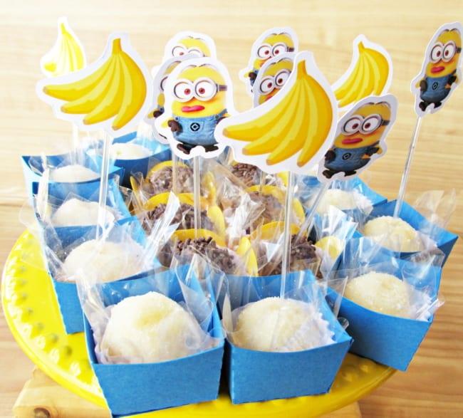 toppers dos Minions decorando docinhos de festa