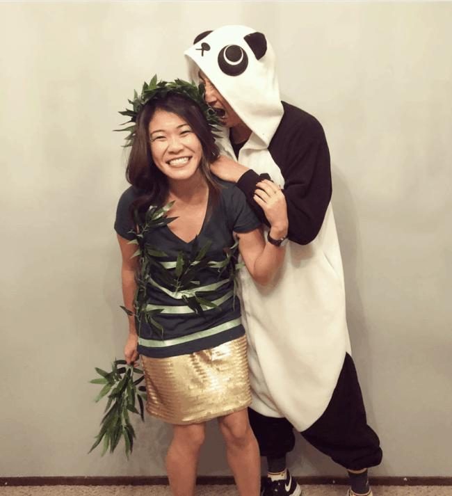 fantasia de casal com macacao de panda