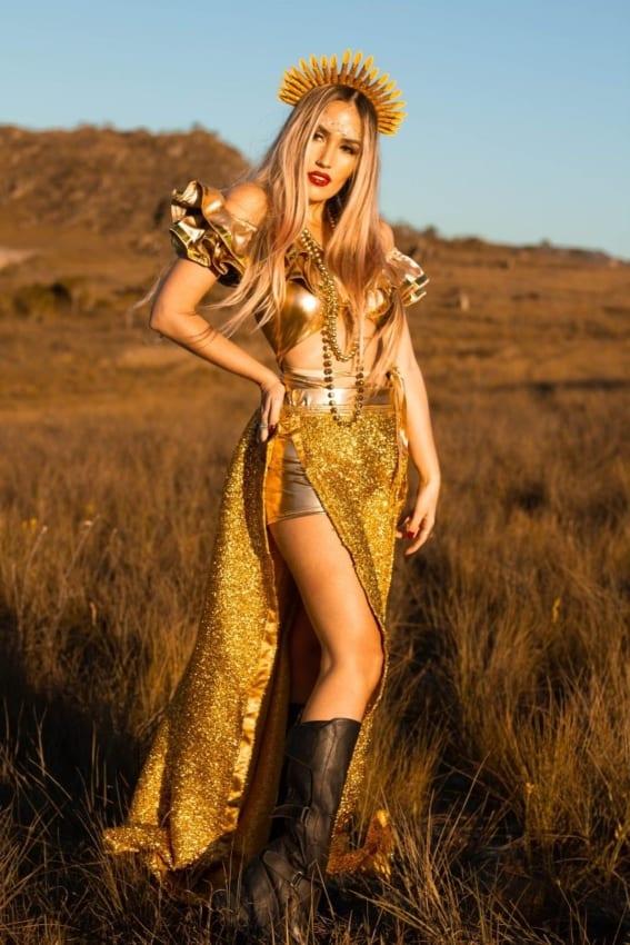 fantasia feminina de luxo com tema sol