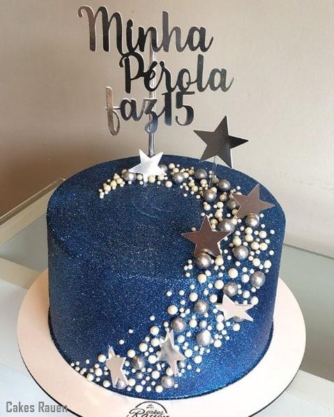 glow cake azul marinho com toppers de estrelas