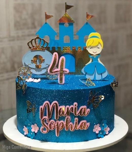 glow cake azul com decoracao da Cinderela