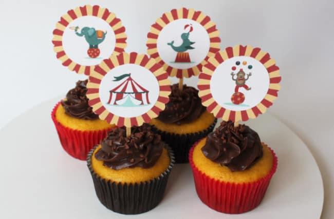 cupcake para festa com toppers de circo