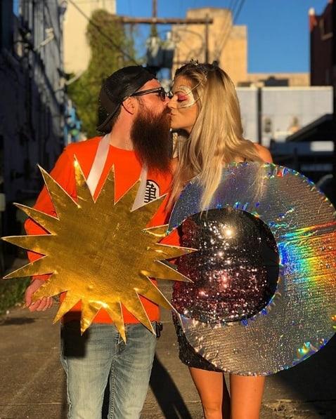 fantasia de casal com home de sol e mulher de lua