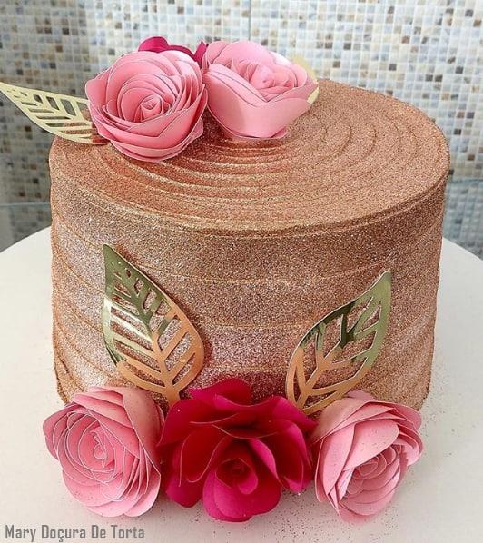 glow cake rose gold com flores de papel