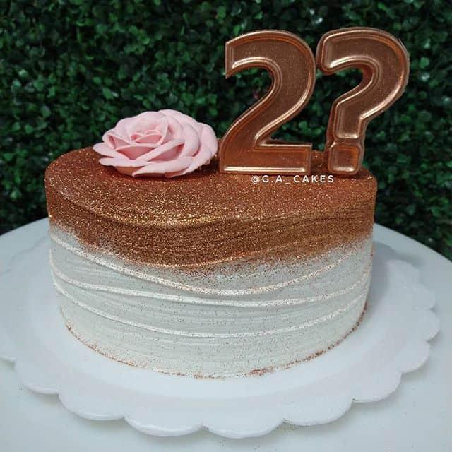 bolo decorado com glitter rose gold