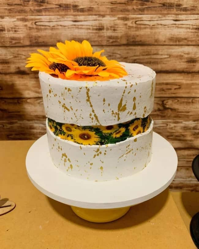 bolo moderno de 1 andar com tema de girassol