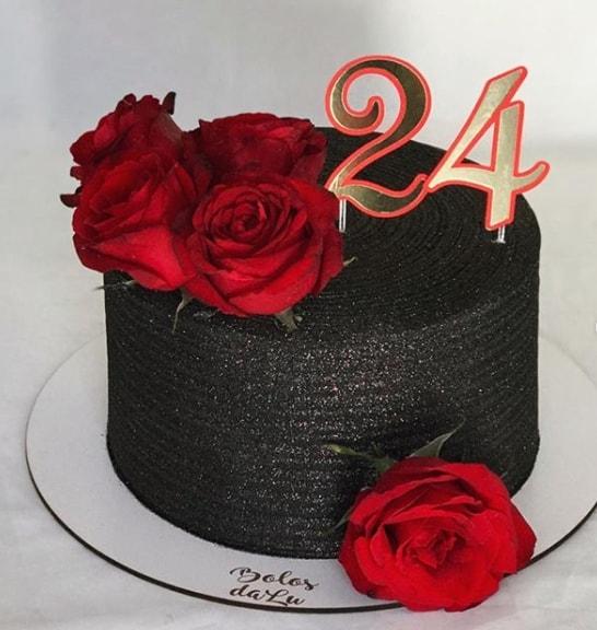 glow cake preto com rosas vermelhas