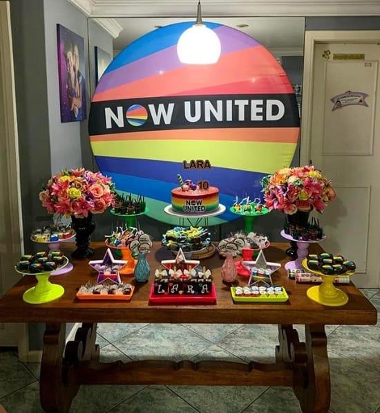 decoracao facil de festa Now United em casa