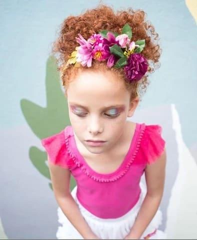 fantasia infantil simples com tiara de flores