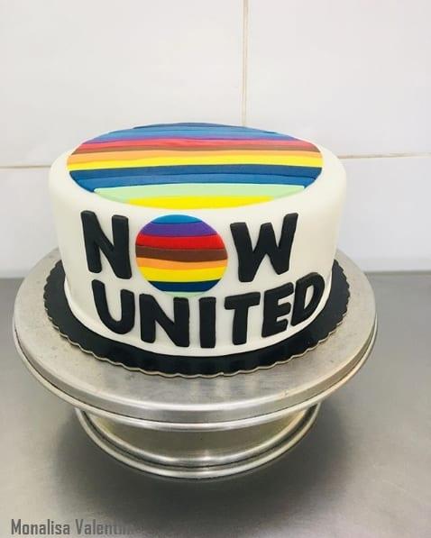 bolo Now United simples de pasta americana