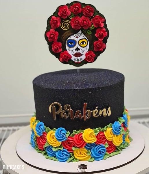 glow cake preto com decoracao colorida