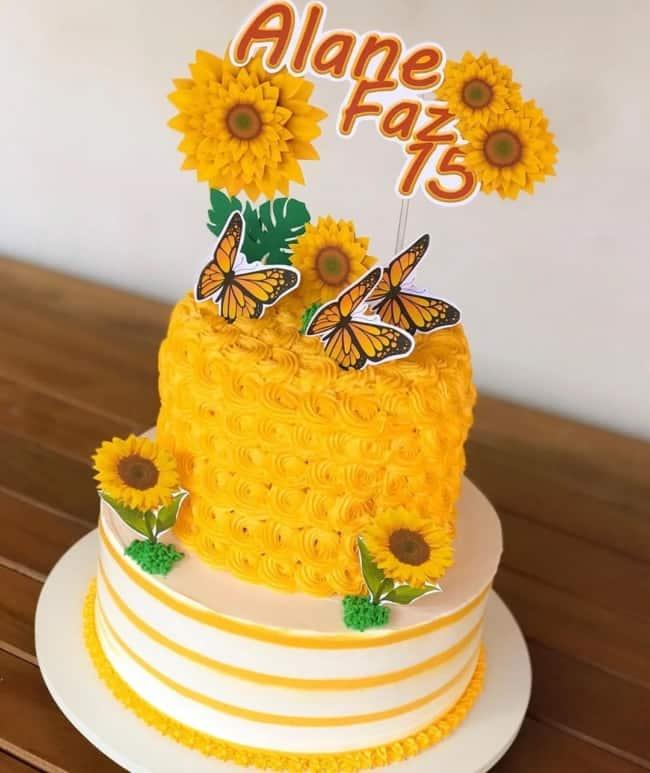 bolo de 2 andares decorado em amarelo e branco com tema girassol