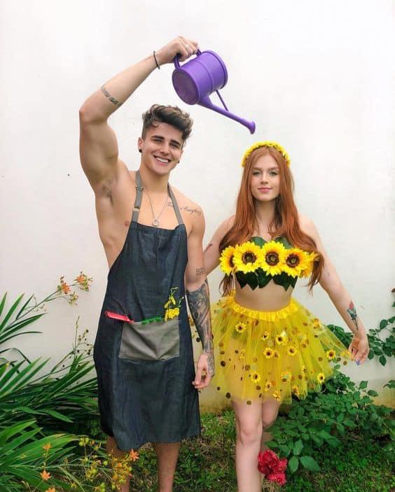 fantasia de casal com flor de girassol e jardineiro