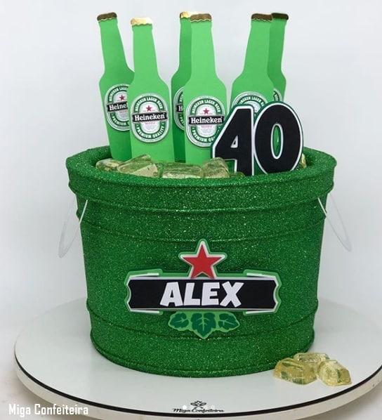 bolo baldinho de cerveja com glitter verde