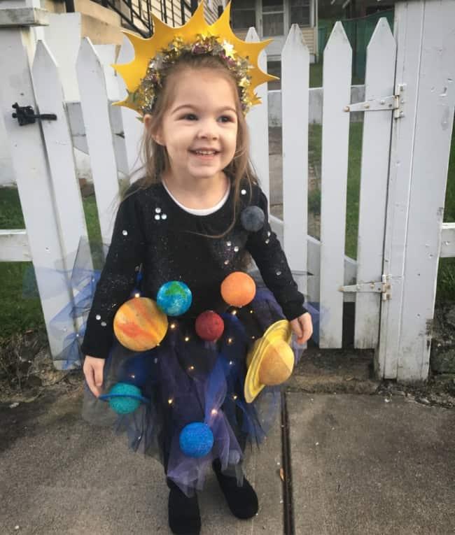 fantasia criativa para menina de sol com sistema solar