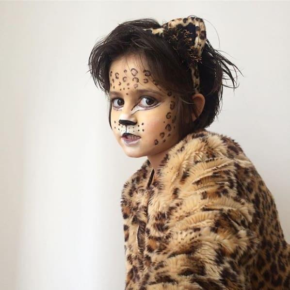 fantasia infantil com maquiagem especial de onca