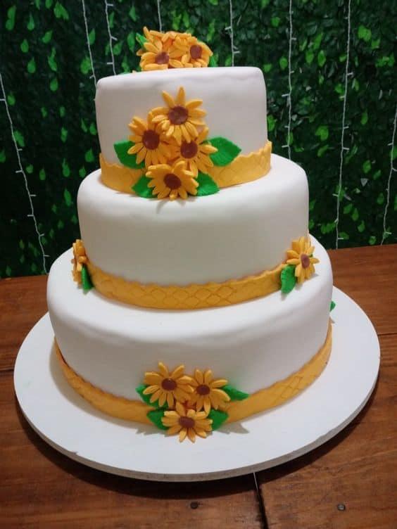 bolo de 3 andares decorado com girassois