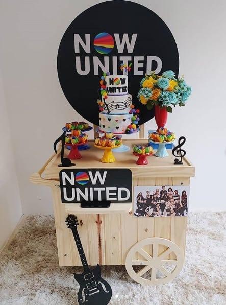 decoracao para festa pequena e simples Now United