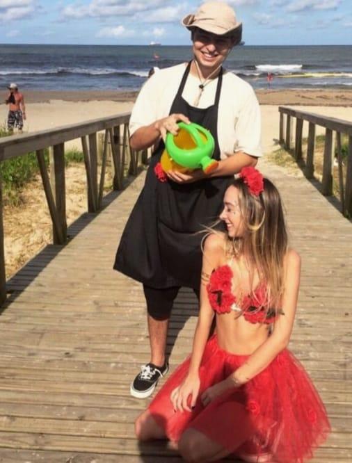 fantasia de flor vermelha e jardineiro para carnaval