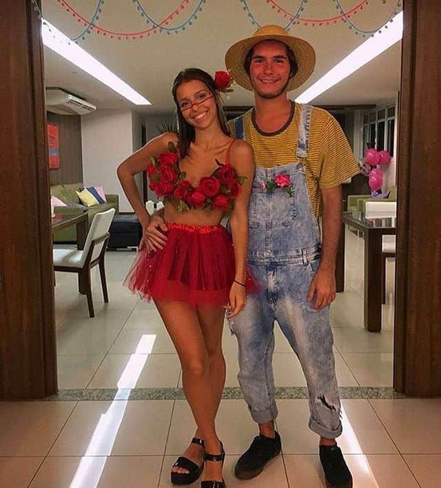 fantasia para casal com flor vermelha e jardineiro
