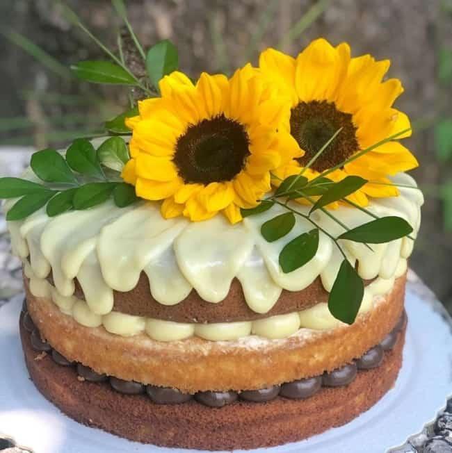 bolo naked cake com topo de girassol natural