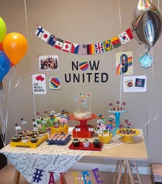 decoracao simples para festa Now United em casa