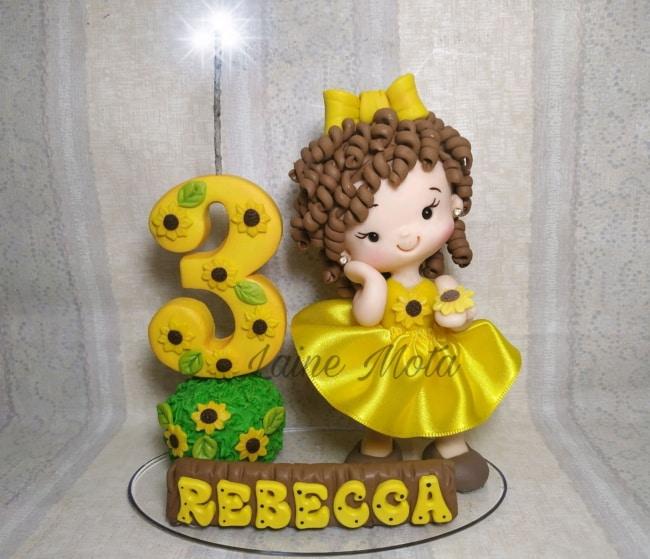 modelo de topo de bolo personalizado em biscuit com tema de girassol