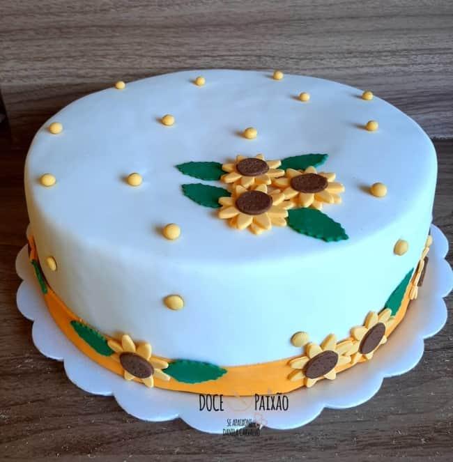 bolo de girassol delicado em pasta americana