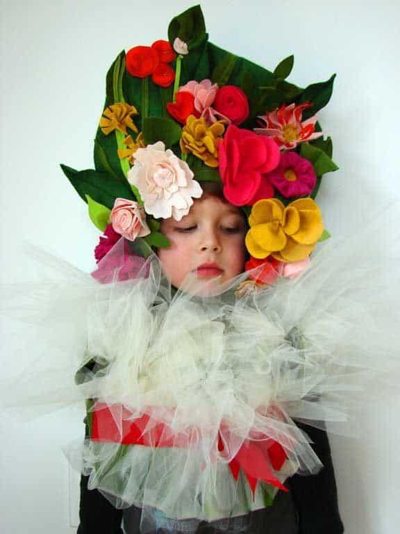 fantasia infantil com flores de feltro