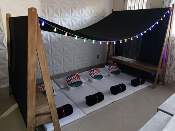 decoracao de festa do pijama simples com tema Now United