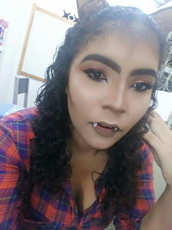 fantasia feminina com maquiagem de lobisomem