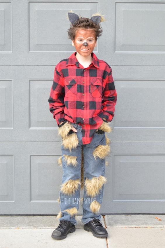 fantasia de lobisomem infantil com calca jeans e camisa xadrez