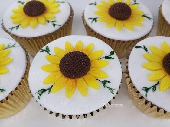 decoracao de cupcake com pasta americana